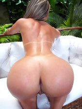 MikeInBrazil ™ presents Leticia Sanches in Rump..