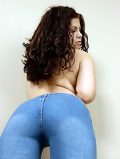 Giant butt gals in jeans