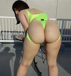 Hawt juicy butt chicks photo